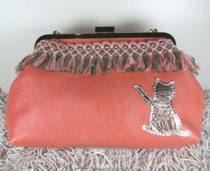 ピンクのネコガマグチ